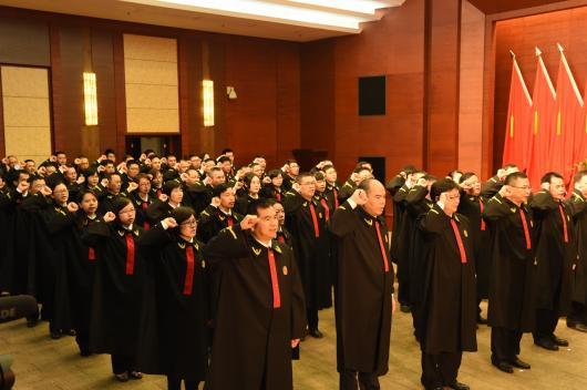 7-3法官进行宪法宣誓1.JPG