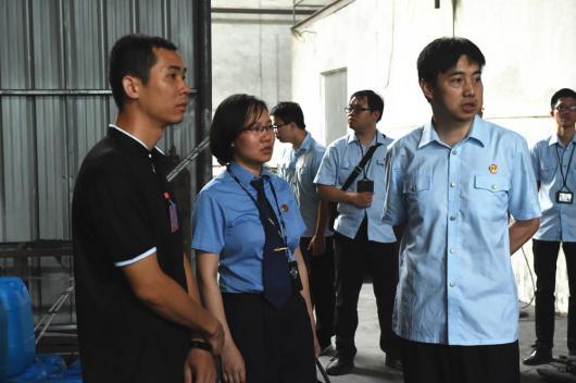 5-2 东凤镇人大代表、第二市区检察院代表现场监督我院执行工作.jpg