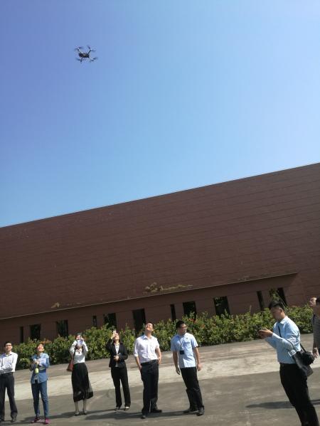 7-1 无人机顺利起飞.JPG